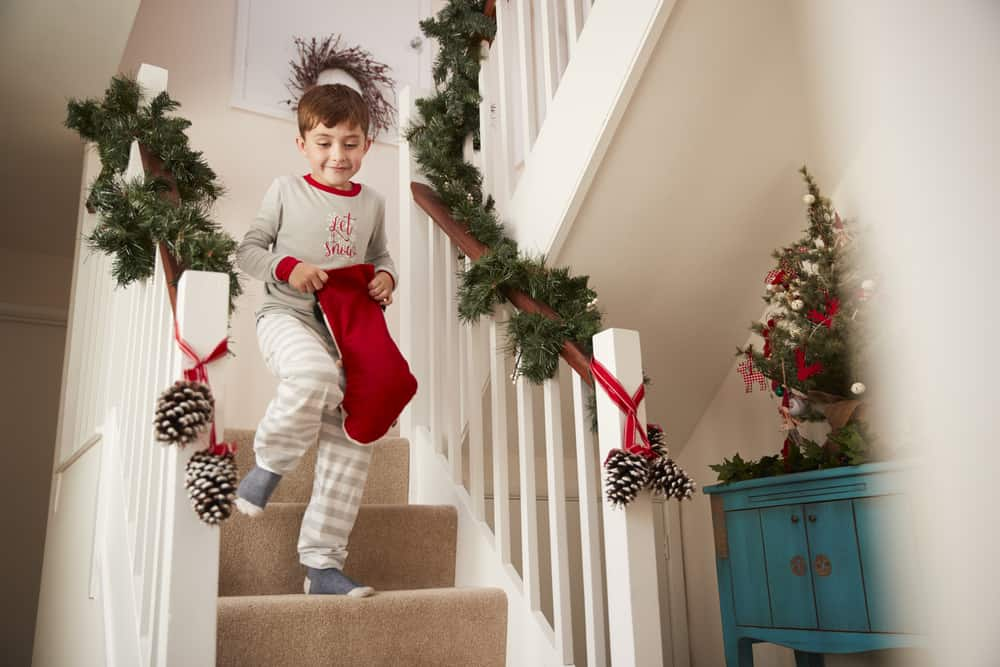 Christmas decorating ideas for a staircase