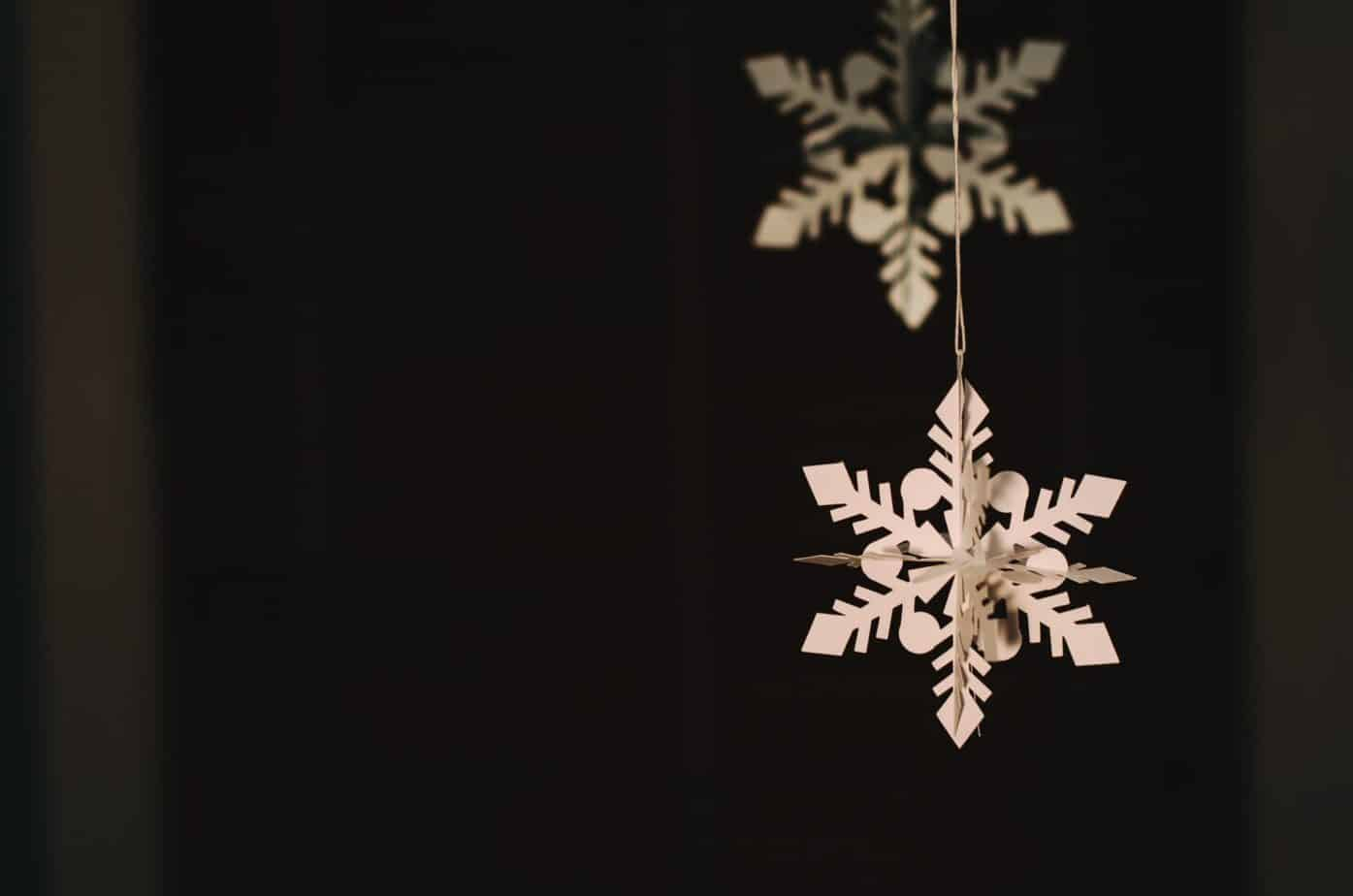 DIY Christmas Decoration - paper snowflake